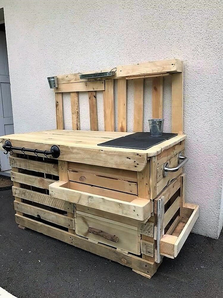 Pallet Outdoor Kitchen Idea