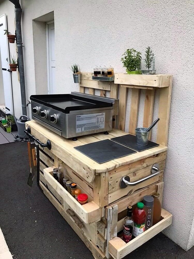 Recycled Wood Pallet Outdoor Kitchen Idea
