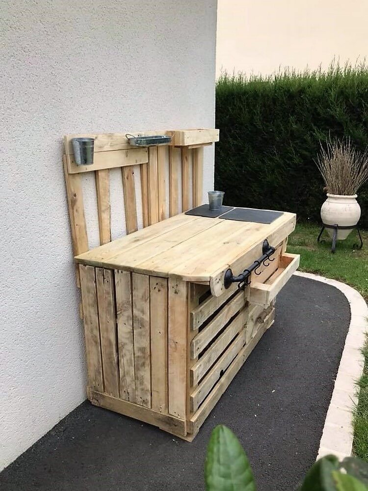 Pallets Outdoor Kitchen