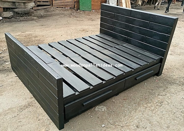 Admirable Wooden Pallet Bed With Storage Drawers Wooden Pallet Ideas Dailytribune Chair Design For Home Dailytribuneorg