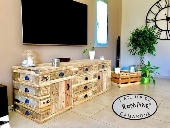 DIY Wooden Pallet TV Stand – Media Cabinet