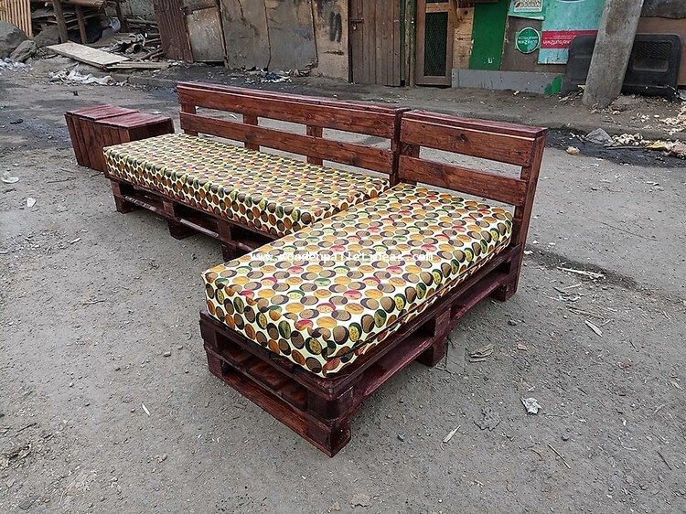 Shipping Pallet Outdoor Couch