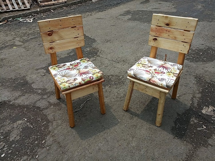 Simple Pallet Chairs